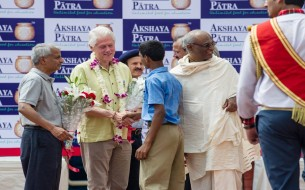 Snapshots-From-Clinton's-Visit-To-Jaipur-Kitchen